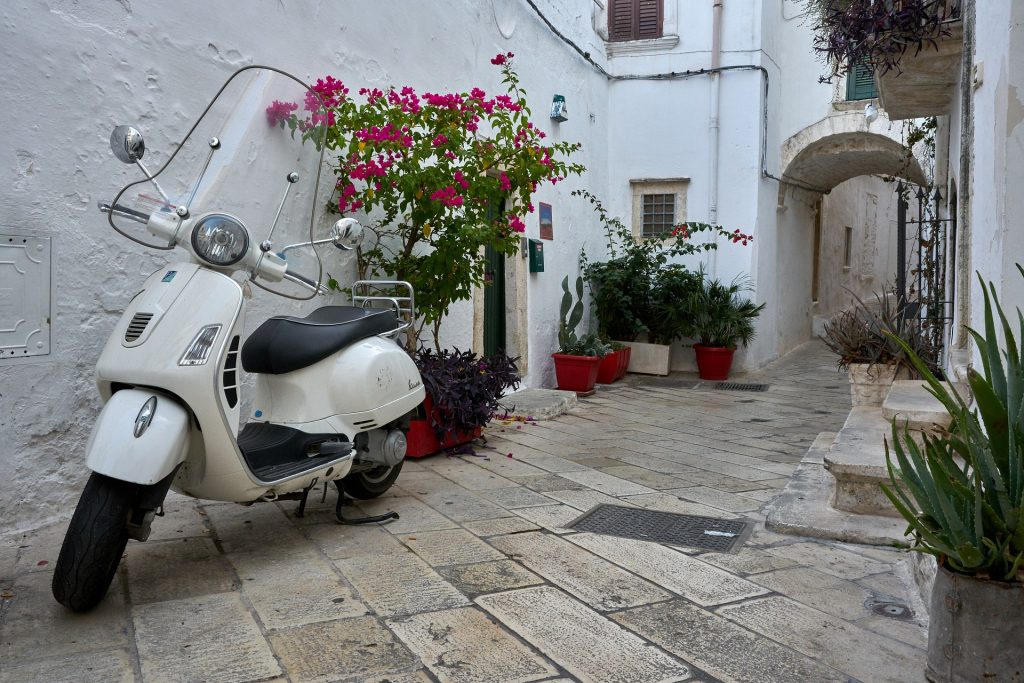 moped Italy picture description for speech therapy aphasia, motor speech, visual neglect