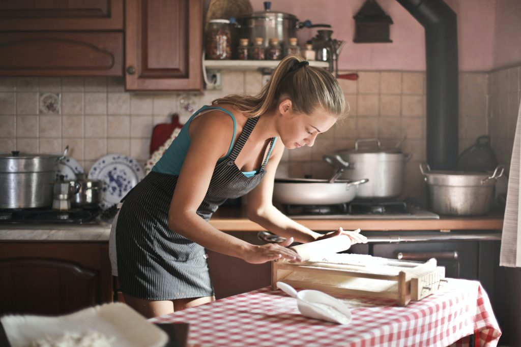 baking woman picture description for speech therapy aphasia, motor speech, visual neglect