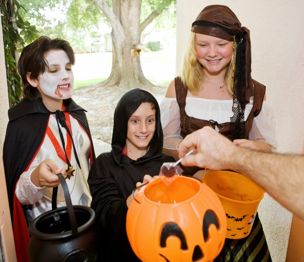 trick-or-treat Halloween picture naming for speech therapy